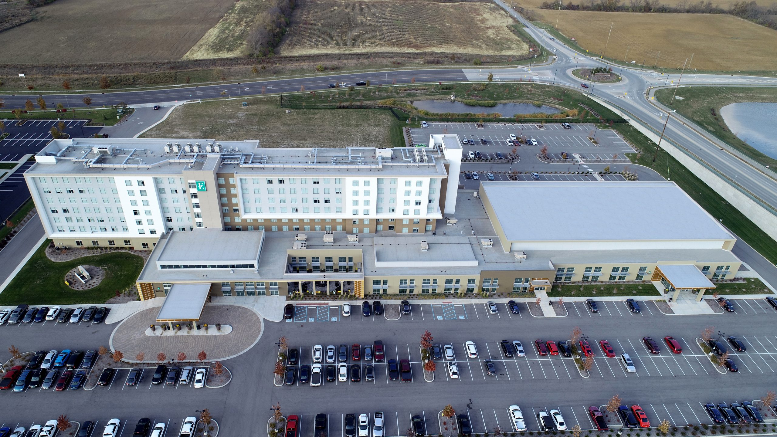 embassy suites hotel commercial roofing project by ce reeve roofing in Indiana