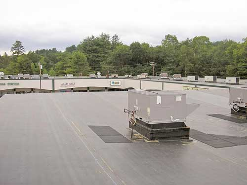 new-epdm-roof-at-shopping-plaza-1